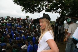 Hannah Teter talking to the people in Africa. (www.go211.com/u/hannahteter/blogs/3759)