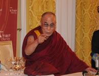 http://1.bp.blogspot.com/_IxVeuC8igyI/SiEowz4CJAI (Dalai Lama giving a speech)