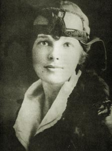 Earhart in an Aviator jacket and cap (http://www.ameliaearhart.com/about/historicalphotos.html)