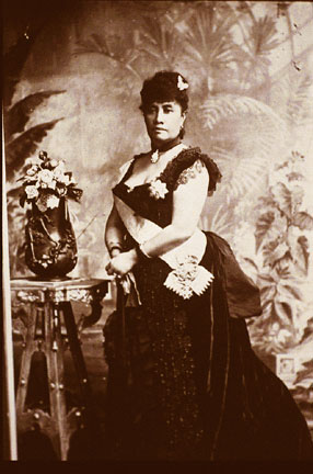 Liliuokalani Posing for a picture (google)