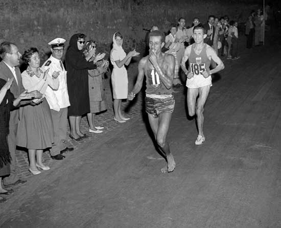 Here he is running barefoot in 1960. (http://blogues.cyberpresse.ca/boisvert/wp-content/uploads/2009/05/abebe_bikila.jpg )