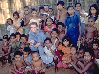 (http://www.unicef.org/specialsession/photoessays/audrey/890476e.jpg)