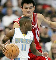 (http://images.usatoday.com/sports/nba/_photos/2005-03-03-inside-boykins.jpg)