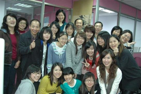 The members in northen Taiwan (Source: the website of the Scoliosis Caring Association(http://tw.myblog.yahoo.com/youngleftrightok-1111111111111111/))