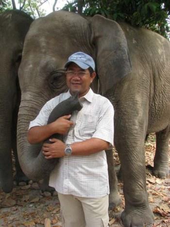 Tuy Sereivathana with Asian elephant. (By Tom Dusenberry)