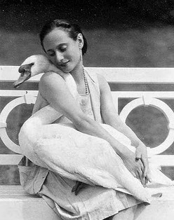 Anna Pavlova and Swan (http://ann-lauren.blogspot.com/2009/02/19-20th-cent-ballerina-anna-pavlova.html)