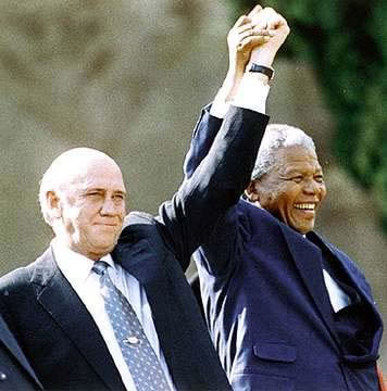 Hand over of power from De Klerk to Mandela. (www.negroartist.com/)
