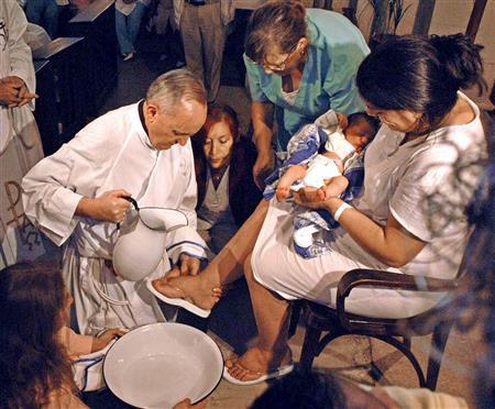 Jorge Mario Bergoglio Holy Thursday (EPA Buenos Aires 2008  ())