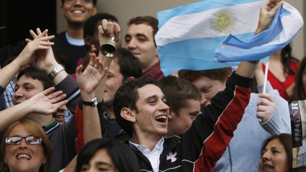 Argentinians celebrating the papal election (fusion.net (Lalo Yasky/Getty Images))