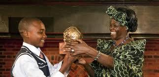 2009 winner Baruani Ndume with Wangari Maathai  (KidsRights  )