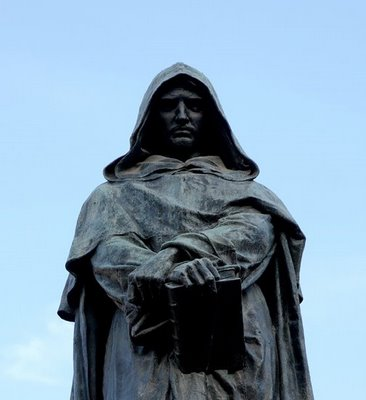 Statue dedicated to Giordano Bruno. (http://www.magnetmagazine.com/2011/04/25/the-sound ())