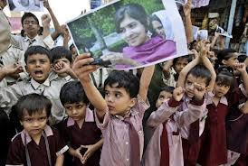 School children in Pakistan come out in support of Malala (thehindu.com))