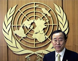 Picture with United Nation symbol (http://www.truthdig.com/images/eartothegrounduploads/banKi-Moon_emblem.jpg)