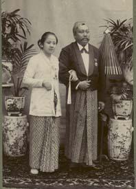 Kartini and her husband (wikipedia.org)