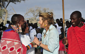 Teri with Maasai villagers (askenya.org ())
