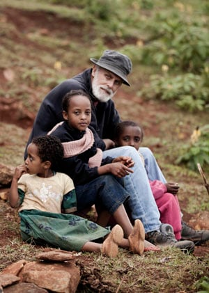 Larry Thomas with Ethiopian Children ( (Sean Stromsoe))
