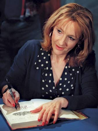 JK Rowling signs books for all of her fans.  ( Axel-Lute, Miriam)