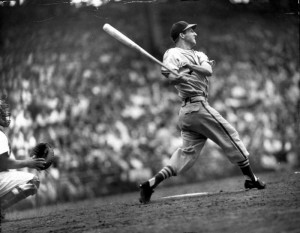 Stan Musial Swinging (http://www.goldenagebaseballcards.com/hall-of-fame/stan-musial-topps-1959-150.htm ())