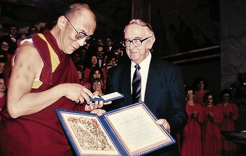 http://blog.studentsforafreetibet.org/2010/12/the-dalai-lama-liu-xiaobo-and-how-the-nobel-peace-prize-is-changing-our-world/ ()