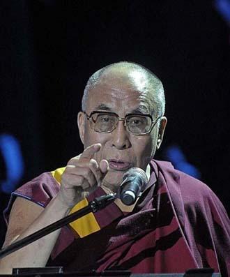 The Dalai Lama public speaking (http://www.logoi.com/pastimages/img/dalai_lama_4.jpg ())