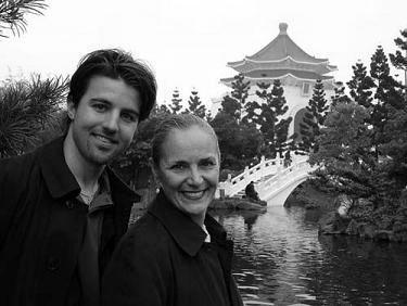 Taron & Mary, World Tour 2004<BR> (from www.txlfilms.com)