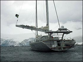 A picture of the polar vessel Paratii<br> (https://guiadepraias.terra.com.br<br>/images/amyr2_1.jpg)