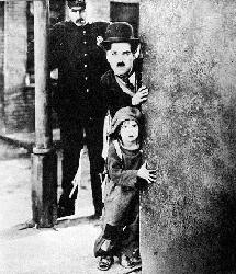 Charlie Chaplin in <i>The Kid</i> (vatzhol.club.fr/chaplin2.html)