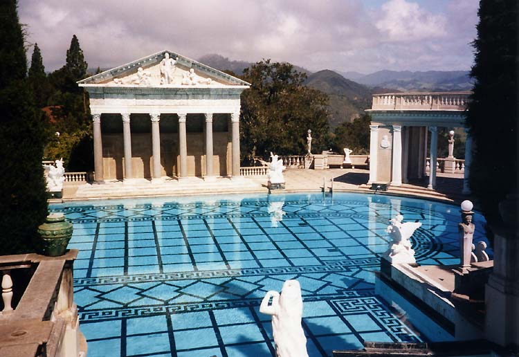 Hearst Castle Pool (http://upload.wikimedia.org/wikipedia/commons/b/bf)
