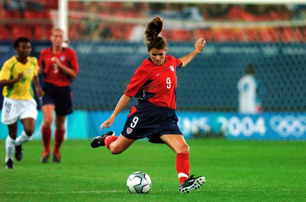 6130c4ad0b9 Mia Hamm Playing Soccer (http://www.americanathletemag.com/ArticleView
