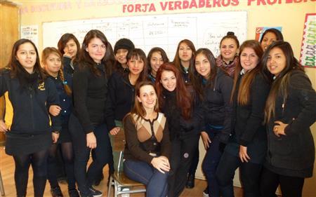 Ellen Dizzia with students (photo courtesy of Ellen Dizzia )