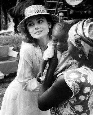 Audrey in Africa giving a young girl to her mother (eurolade.wordpress.com ())