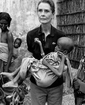 Audrey is a holding a young, weak, starving, child (www.audreyhepburn.com ())