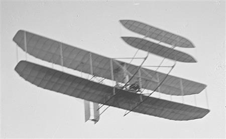 1905 Wright Glider with Orville at the controls (wright-brothers.org ())