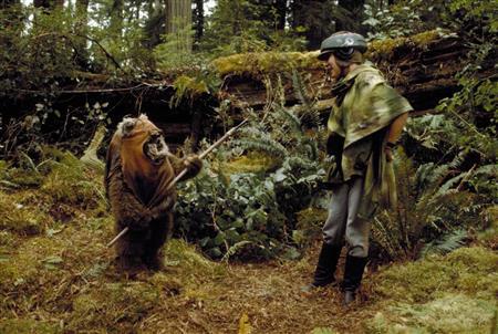 Princess Leia and Wicket (Wookiepedia (starwars.wickia.com))