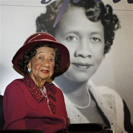 Dorothy Height in front of her storyboard (media1.school.eb.com/eb-media/68/147368-050-6C48F1 (David Kohl/AP))