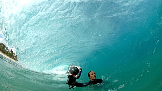 Clark Little in a shorebreak wave (Persan)
