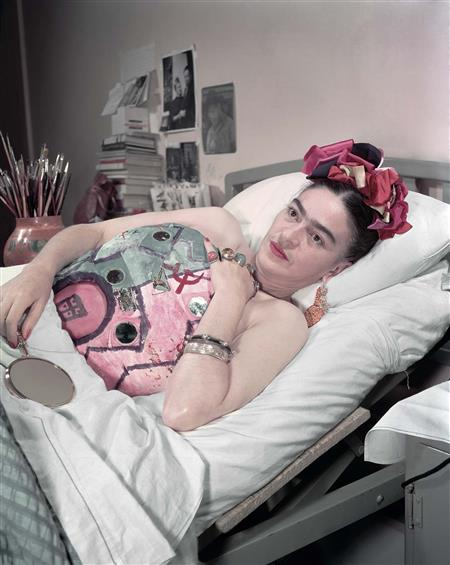 Frida Kahlo shortly after her many surgeries (http://fotografica.mx/juanguzman/foto-jg/jg-cdmx-4 ())