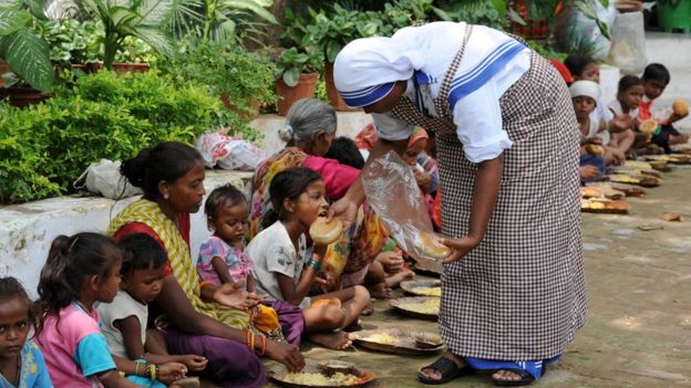 what did mother teresa do to help the poor