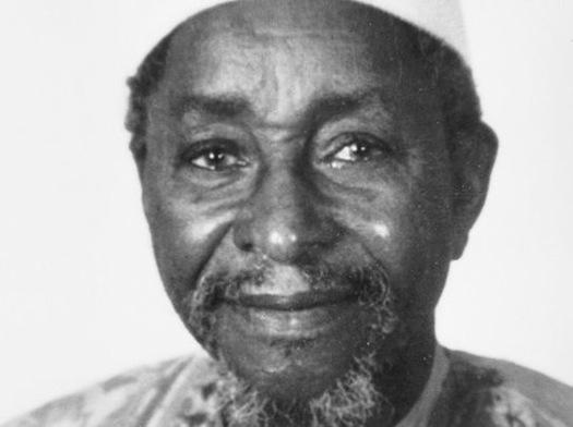 Amadou Hampâté Bâ (http://www.deslettres.fr/damadou-hampate-ba-jeunesse-soyez-au-service-vie/)