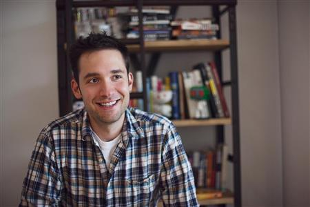 Alexis Ohanian (https://assets.about.me/background/alexis_13282914 ())