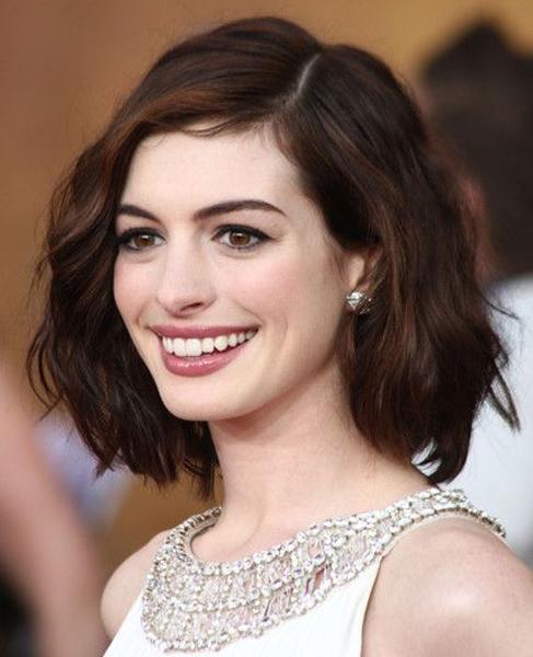 Anne Hathaway (https://www.pinterest.com/explore/thick-frizzy-hai (https://www.pinterest.com/explore/thick-frizzy-hai))