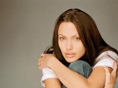 Angelina Jolie <br>http://www.metacafe.com/watch/67641/angelina_jolie