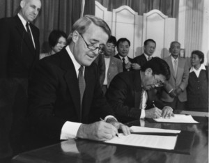 Brian Mulroney and Art Miki signing redress settlement papers