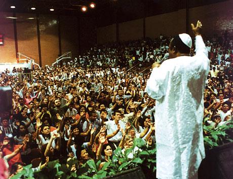 <a href=https://www.michaelreidministries.org/mhf/images/content/300301m.jpg>Benson Idahosa ministering</a>