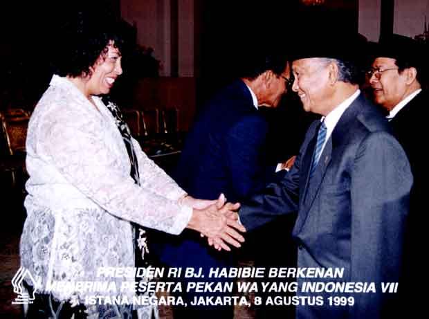 <a href=http://www.indonesianshadowplay.com/tamara-habibie.jpg>Tamara & Habibie</a>