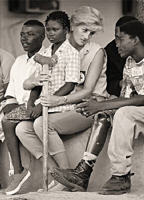 <a href=http://www.martinfrost.ws/htmlfiles/diana_landmine.jpg>Diana with survivors of antipersonnel mines</a href>