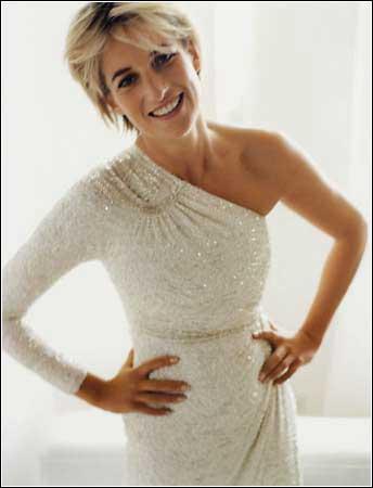 <a href=http://www.spiegel.de/img/0,1020,545413,00.jpg>Princess Diana photographed by Mario Testino</a>