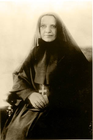 <a href=http://www.stjames-cathedral.org/history/images/Mother%20Cabrini%20copy.jpg>Mother Cabrini</a>