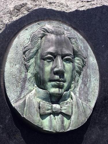 <a href=http://upload.wikimedia.org/wikipedia/commons/thumb/c/cb/Ranald_MacDonald_C1462.jpg/450px-Ranald_MacDonald_C1462.jpg>Ranald MacDonald</a>