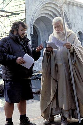 Gandalf (Ian McKellen) and Peter Jackson on the set of LotR (Wingnut Films)